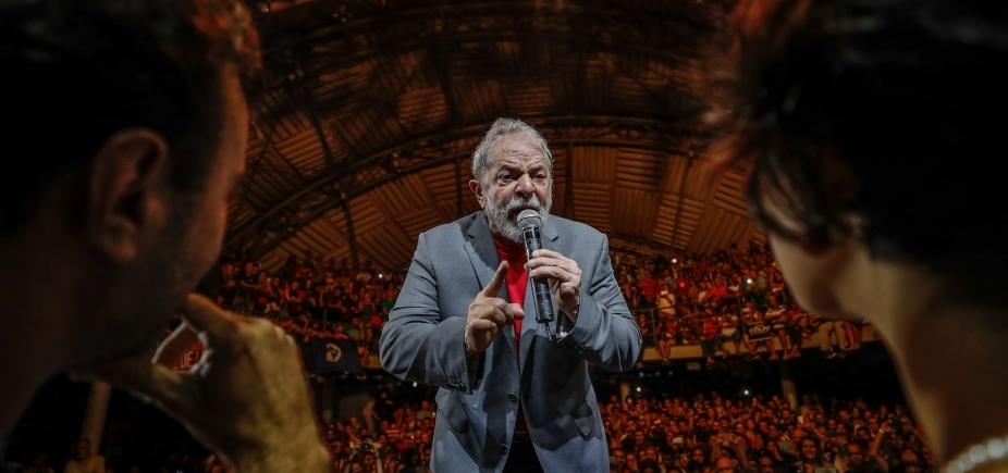 'Não vão prender meus sonhos', diz Lula em ato