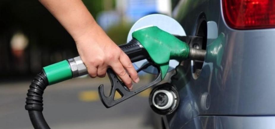 Preço da gasolina volta a subir e encerra março em R$ 4,20, diz ANP