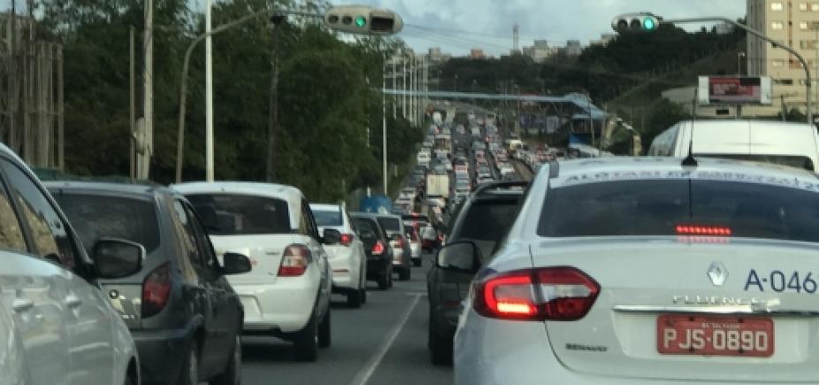 DPT retira corpo das ferragens após acidente na Avenida Paralela