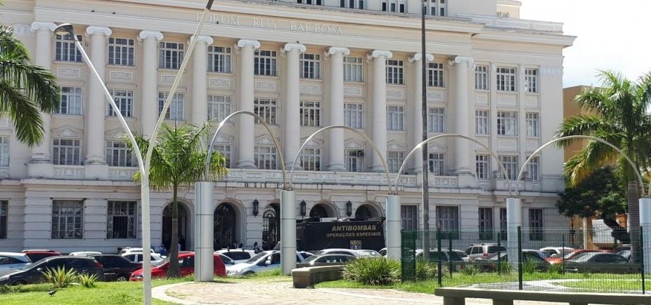 Esquadrão antibombas é acionado após mochila ser deixada no Fórum Ruy Barbosa