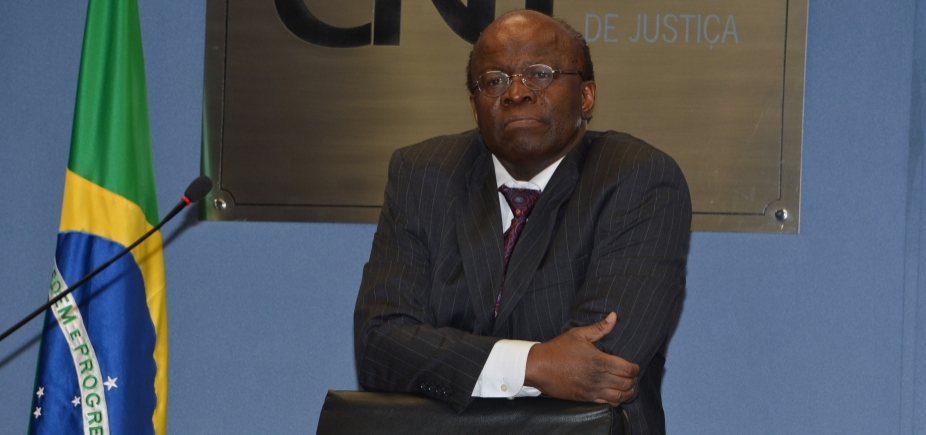 Joaquim Barbosa deve se filiar ao PSB nesta sexta, diz presidente da legenda
