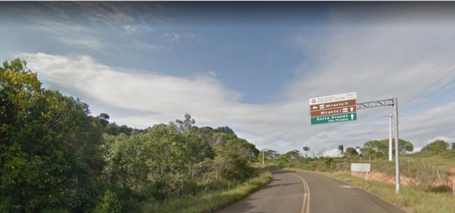 Caminhão que transportava alunos tomba e deixa um morto e feridos em Uruçuca