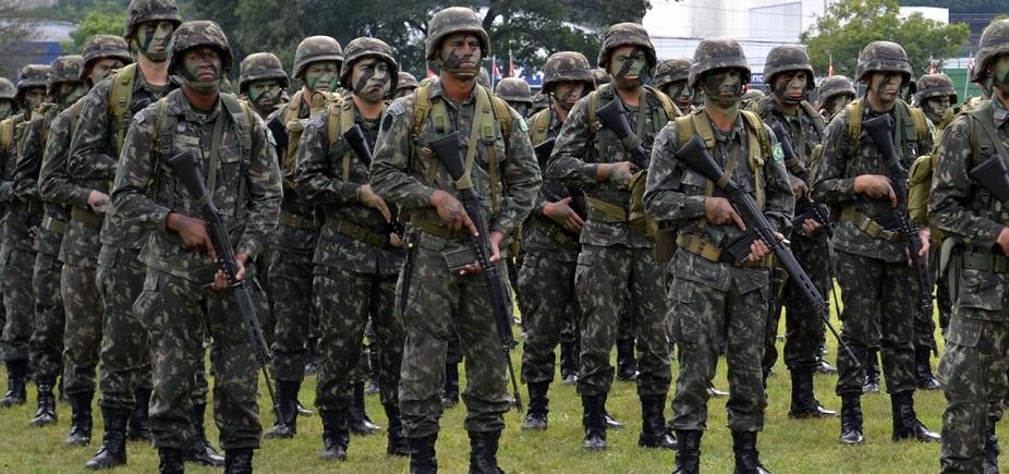 Após fala de comandante, generais falam em intervenção militar