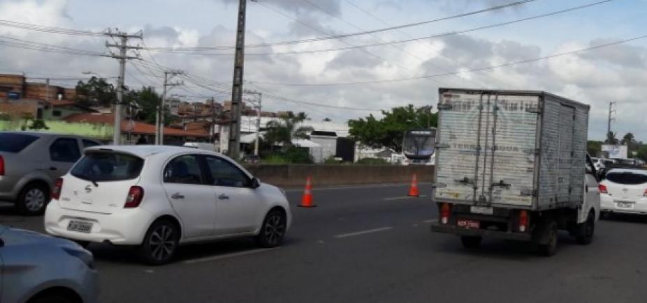 Manifestações bloqueiam o tráfego na BR-407 e na 101