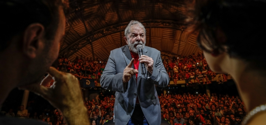 Grupo do PT fala em ʹrebeliãoʹ e corrente humana para proteger Lula