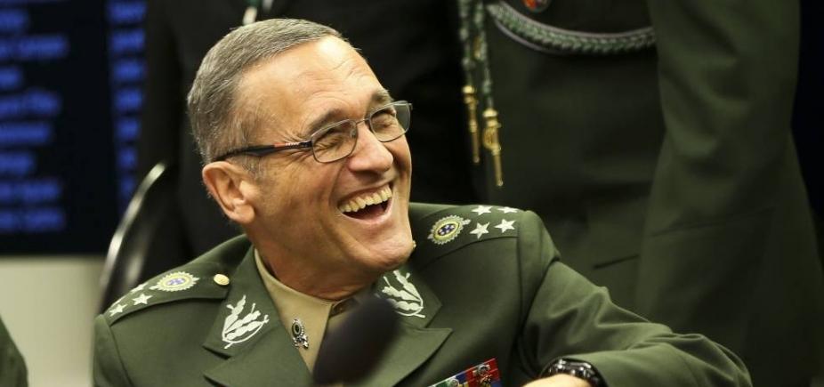 Decreto proíbe manifestação política de militares