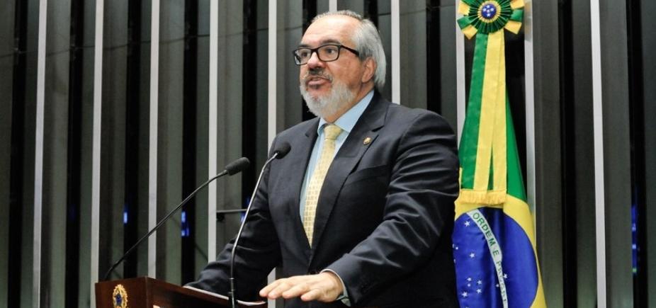 Roberto Muniz se despede do Senado