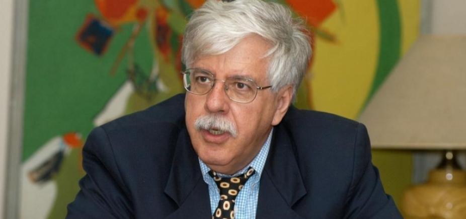 ʹHá uma fragilidade das instituições de estadoʹ, diz professor Roberto Romano