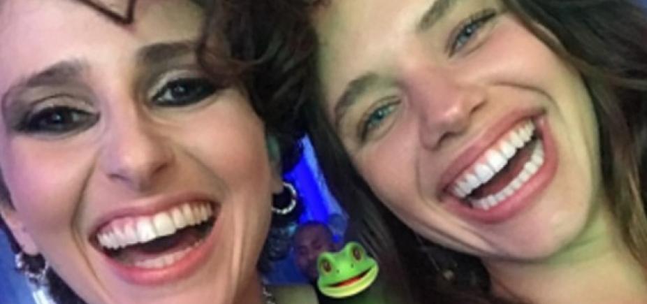 ʹSapas chiquesʹ: Bruna Linzmeyer brinca em foto com Carol Duarte