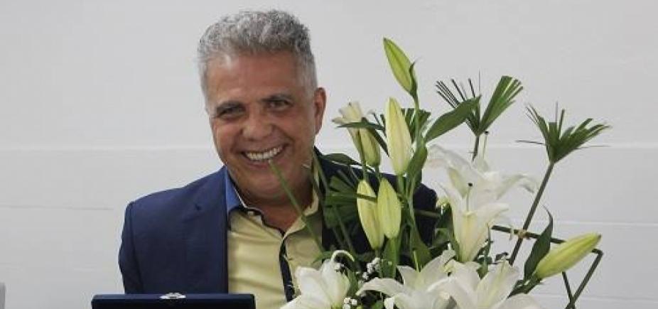 José Medrado recebe moção de homenagem após aposentadoria no TRT5