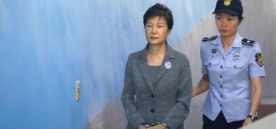 Ex-presidente da Coreia do Sul é condenada a 24 anos de prisão por corrupção
