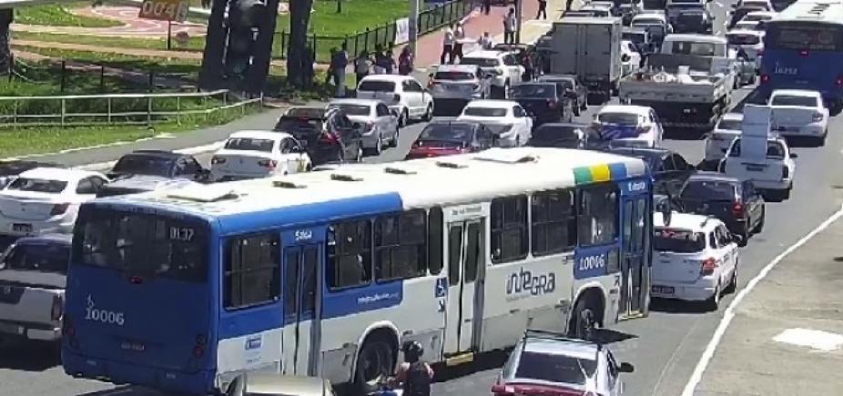 Protesto nos Barris bloqueia tráfego no sentido Lapa