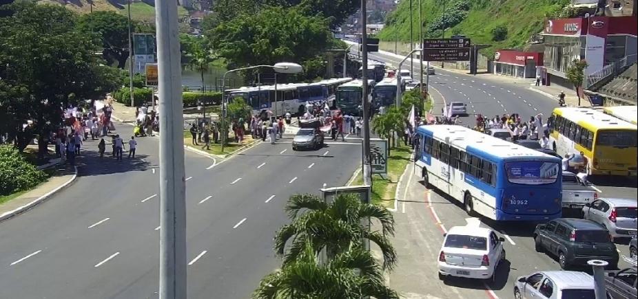 Em apoio a Lula, manifestantes bloqueiam vias de Salvador