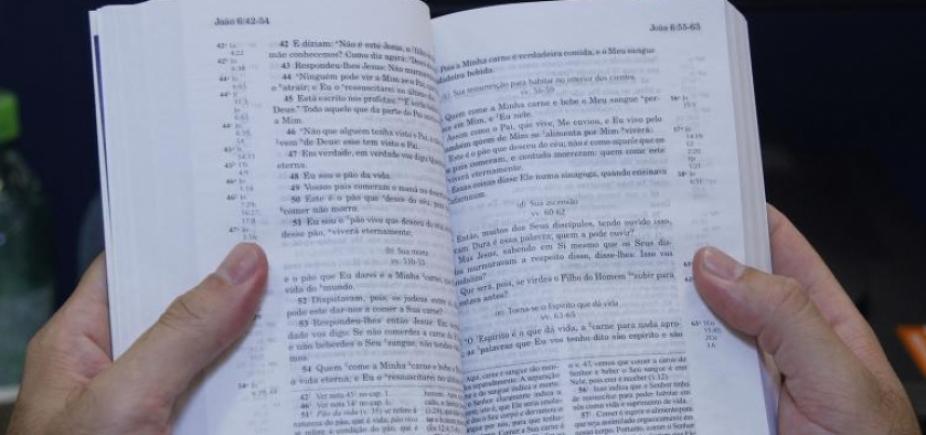 Sites da China suspendem venda de Bíblias Sagradas
