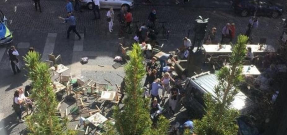 Motorista avança contra pedestres na Alemanha e mata três