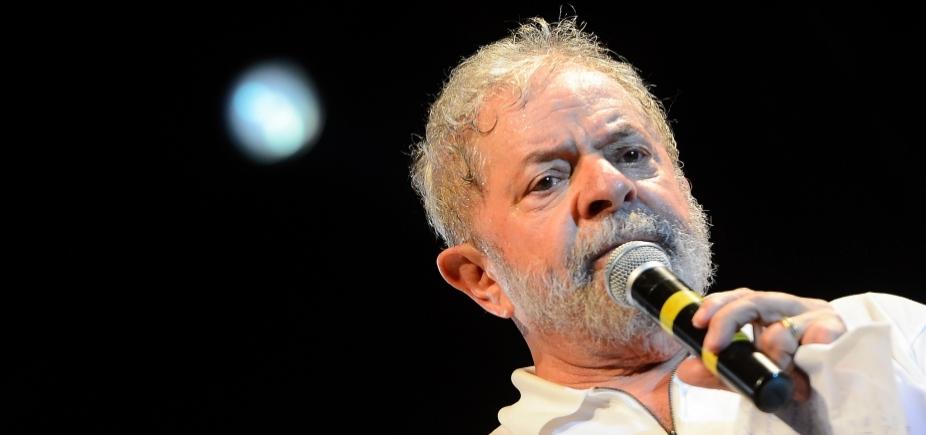 Agentes da Polícia Federal aguardam Lula em São Bernardo