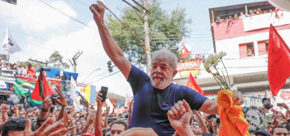 Jornalista é agredido com grades por militantes pró-Lula na sede de sindicato