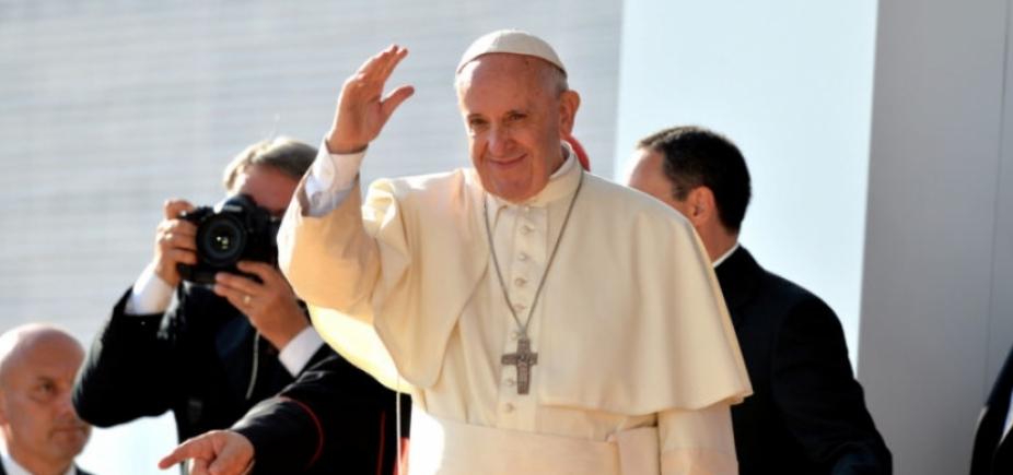 Papa Francisco critica consumismo e individualismo