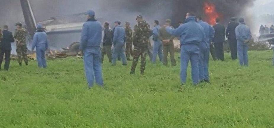 Avião militar cai na Argélia e deixa mortos