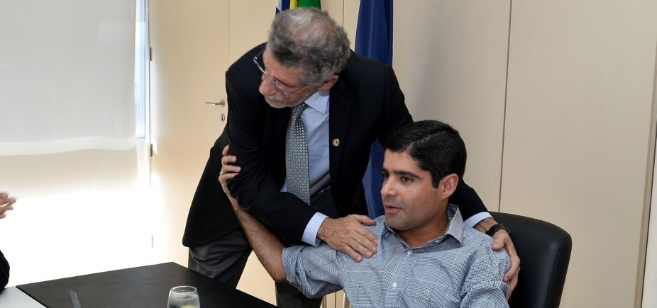 Chateado com Neto e Gualberto, Herzem quer que lideranças 'tomem juízo'