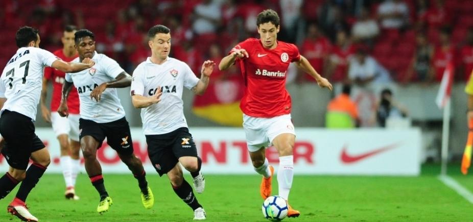 Caíque falha e Vitória perde por 2 a 1 para o Inter na Copa do Brasil