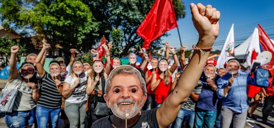 Lula está emocionado com cartas de apoiadores, diz Instituto