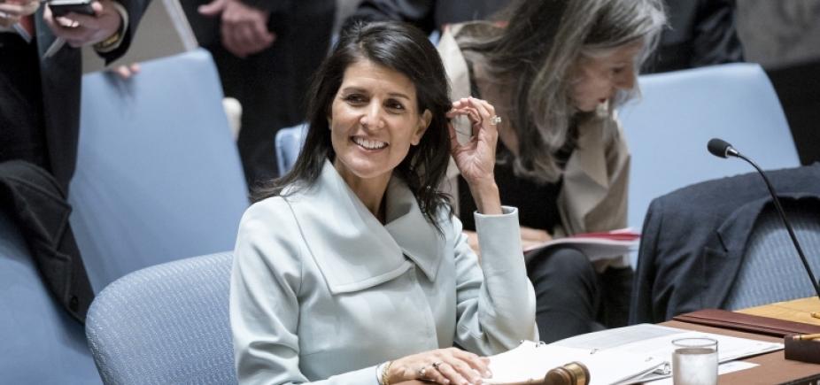 Embaixadora americana diz que EUA estão armados e prontos para disparar
