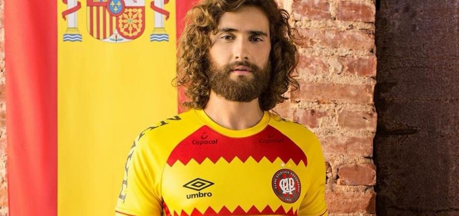 Depois de virar meme, Atlético-PR desiste de usar nova camisa