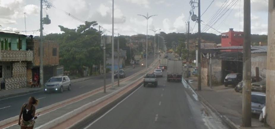 Suspeito de assalto morre ao trocar tiros com policiais na Av. Suburbana