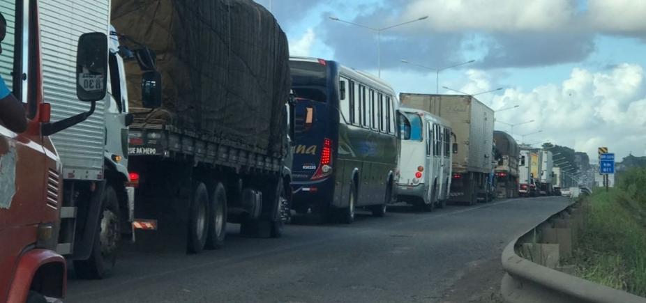 Acidente congestiona BR-324 nesta manhã; veja trânsito