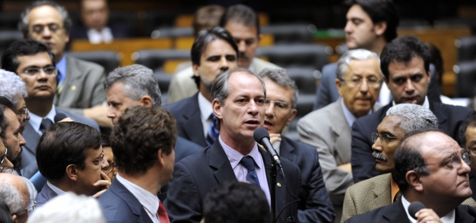 É preciso esperar ʹconsistênciaʹ na candidatura de Barbosa, avalia Ciro