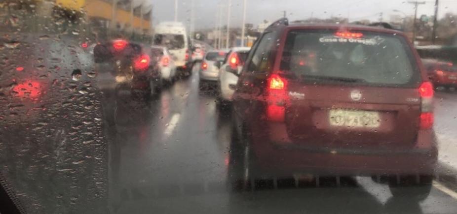 Veja quais vias têm alagamento e congestionamento nesta manhã