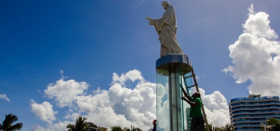 Empresa nega autoria de 'fusível' do Cristo e promete trocar vidro quebrado