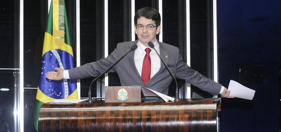 Senador da Rede protocola pedido de impeachment de Temer