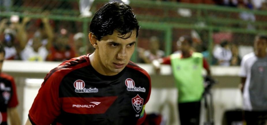 De novo! Vitória quer Victor Ramos
