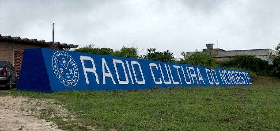 Rádio pernambucana é assaltada durante programa ao vivo; vídeo