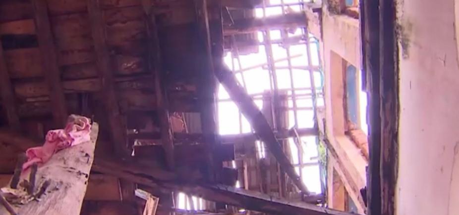 Parte do teto de casarão antigo desaba em Nazaré