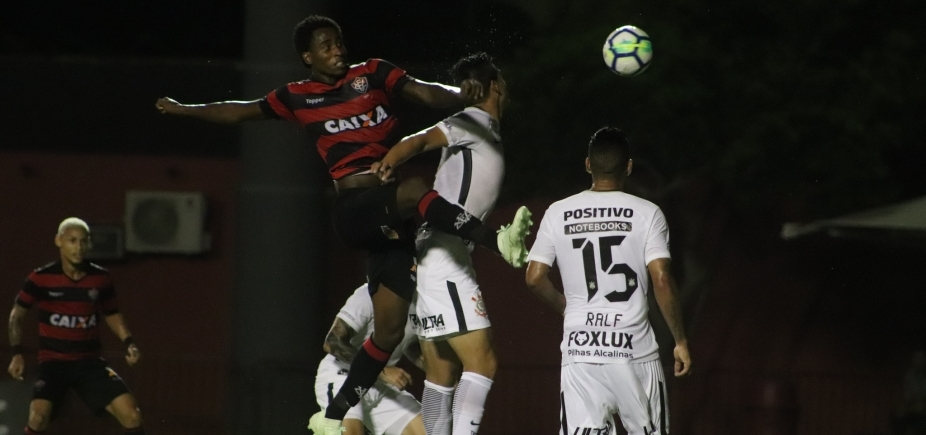 Vitória e Corinthians empatam sem gols no Barradão