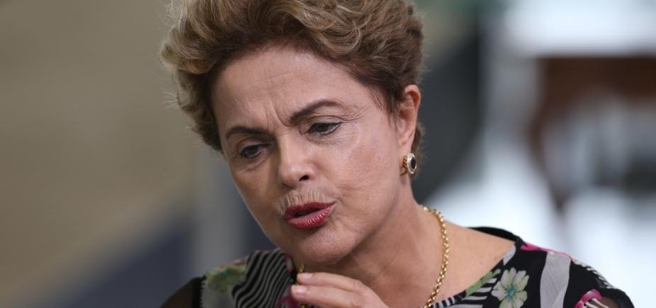 Com Pimentel ameaçado de impeachment, Dilma rechaça se candidatar