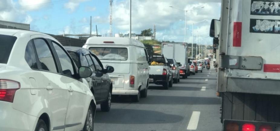 Congestionamento afeta Paralela e BR-324