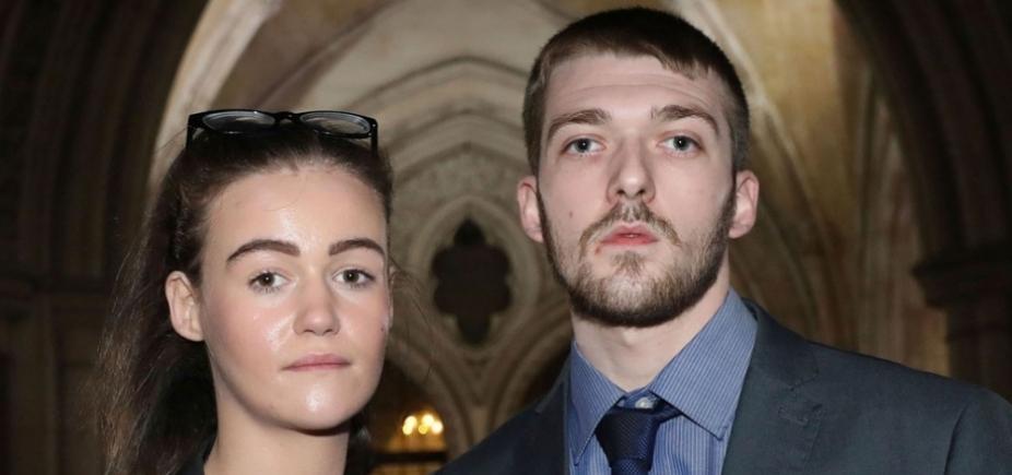 Morre Alfie Evans, bebê britânico alvo de batalha judicial entre família e hospital