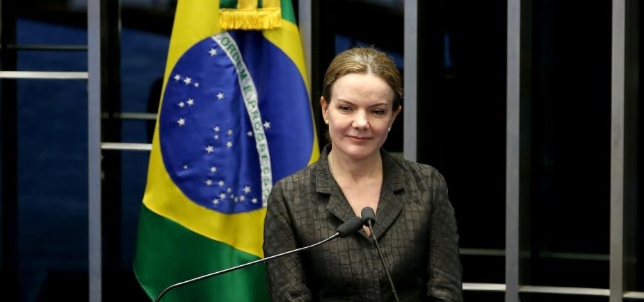 Gleisi Hoffmann condena ataque a tiros contra acampamento pró-Lula