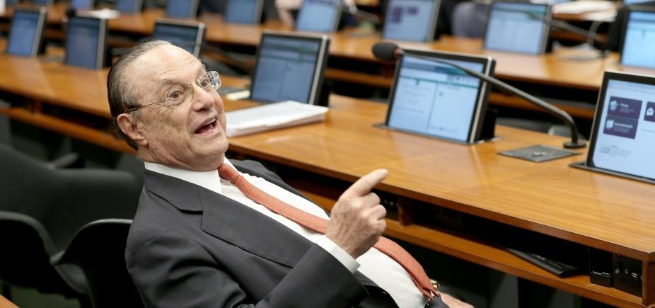 Maluf recebe alta e segue para prisão domiciliar em São Paulo