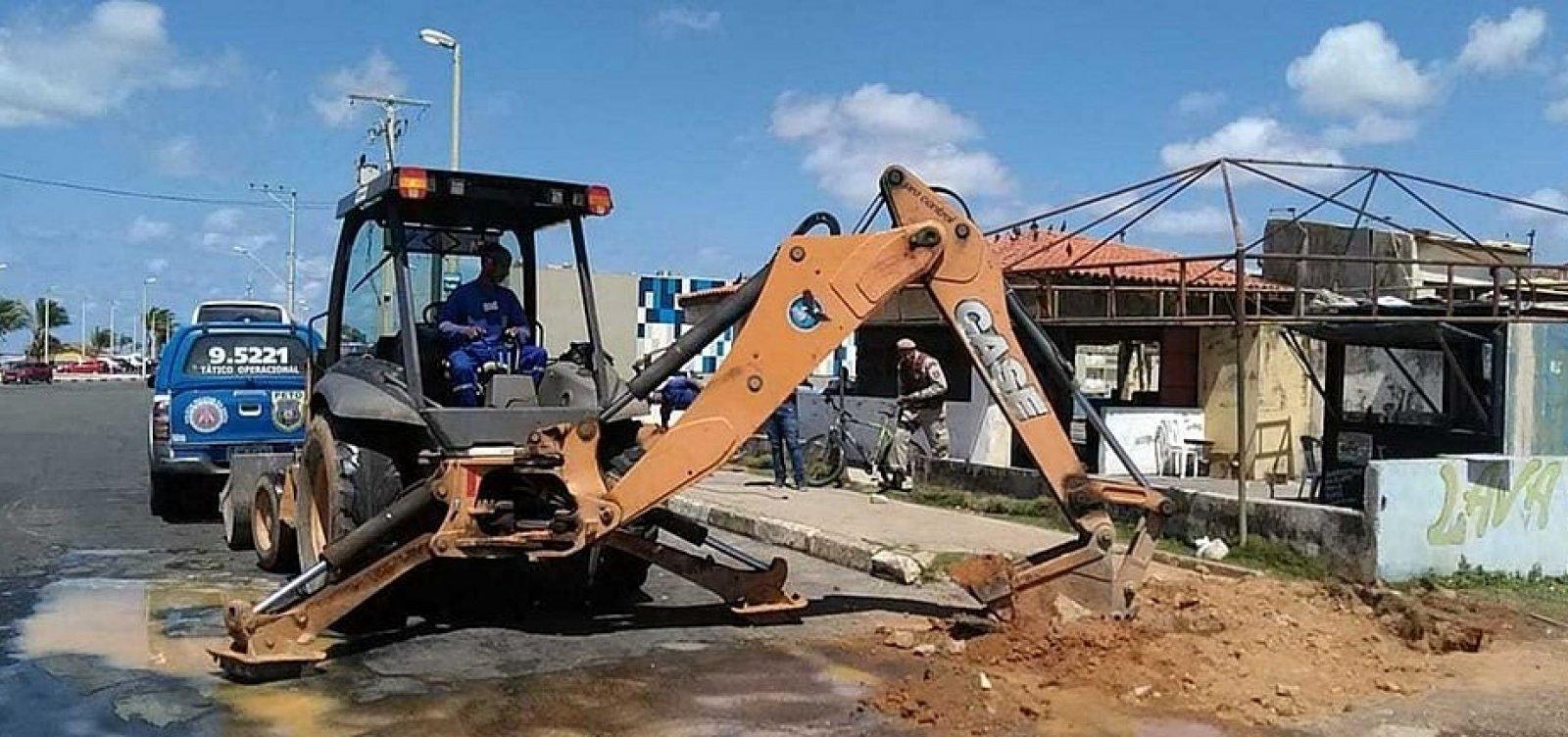 Estabelecimentos são flagrados com 'gato' de água em Lauro de Freitas