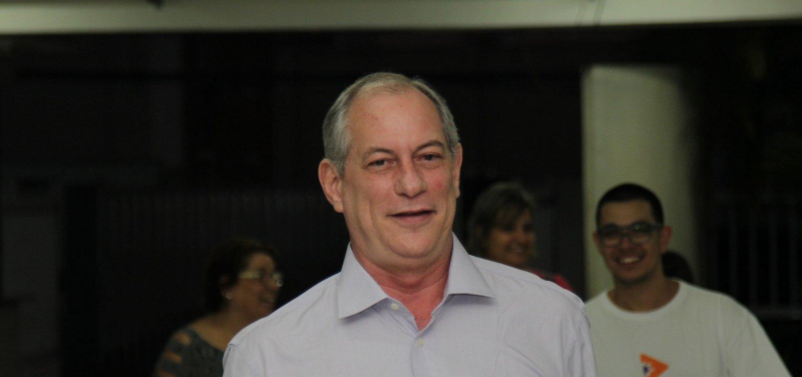 Brasil não suporta 'um presidente que tenha que consultar o seu mentor', diz Ciro