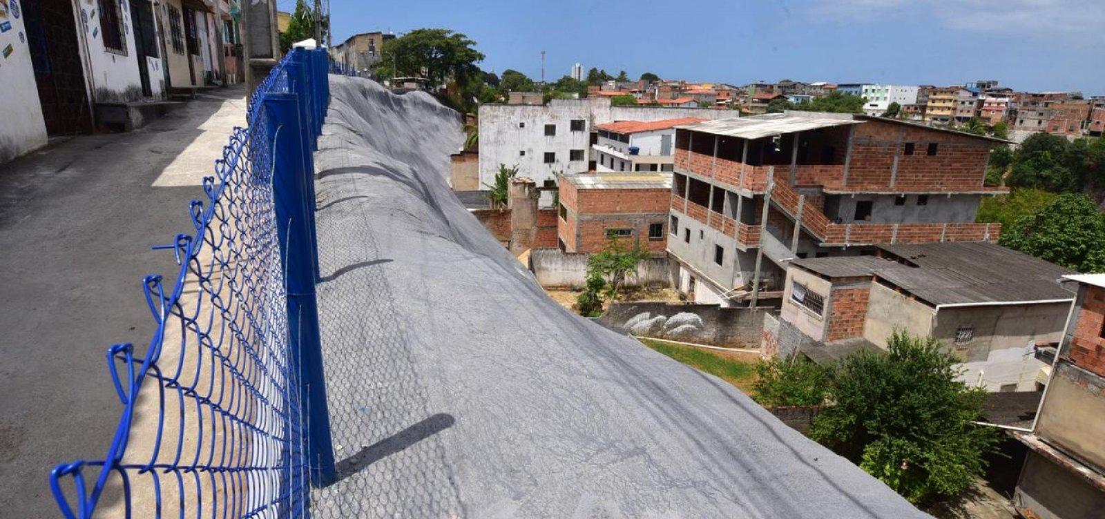 Encosta com risco de deslizamento é completamente impermeabilizada no bairro do Cabula
