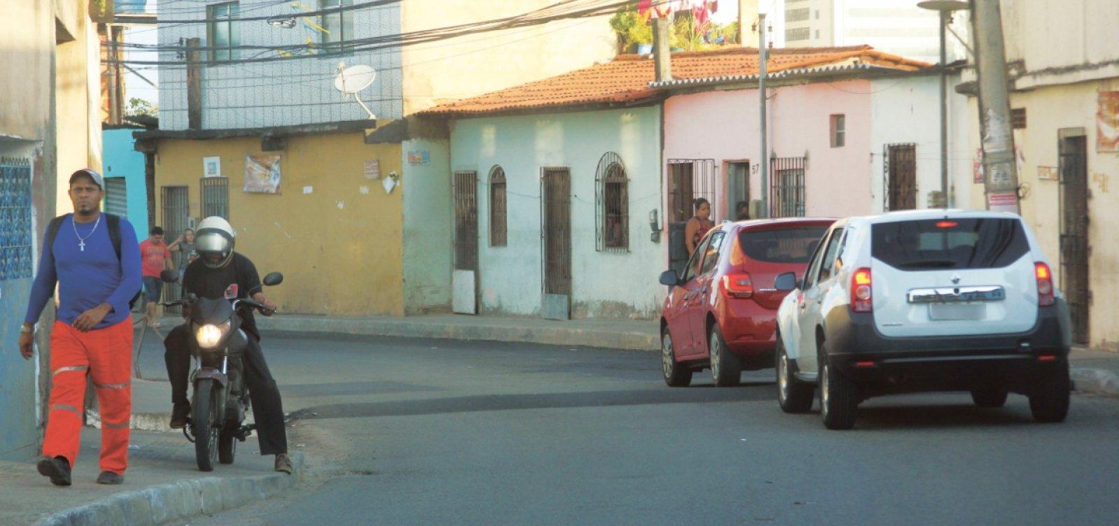 Leitor denuncia risco de acidente com quebra-molas em Pernambués