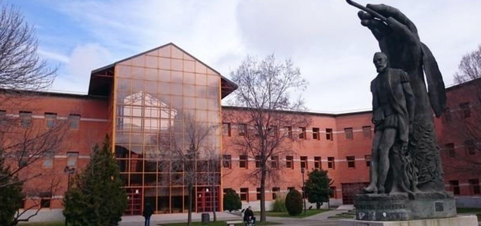 Universidade espanhola é investigada por vendas de diplomas