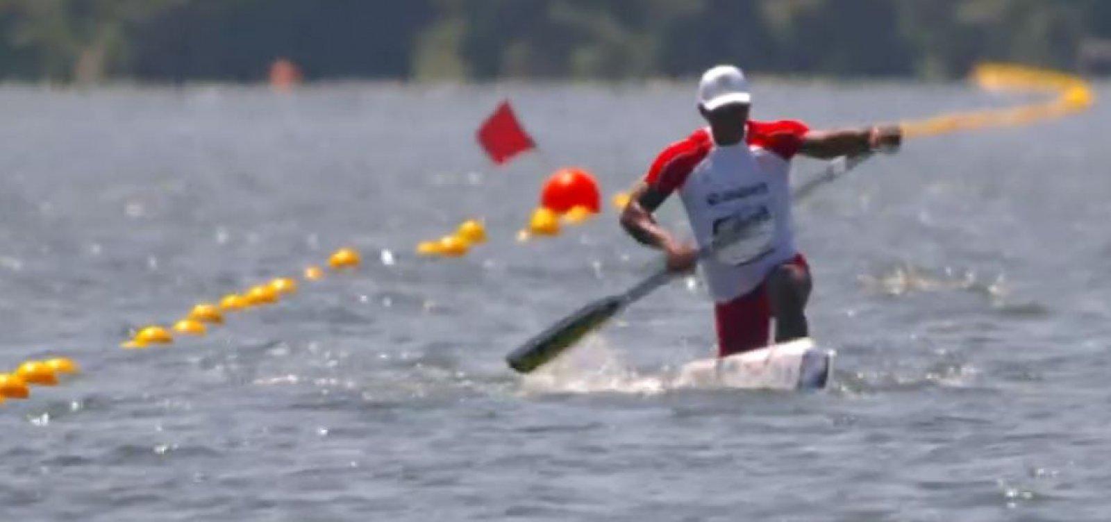 Isaquias Queiroz vence alemão e fatura desafio de canoagem no RJ