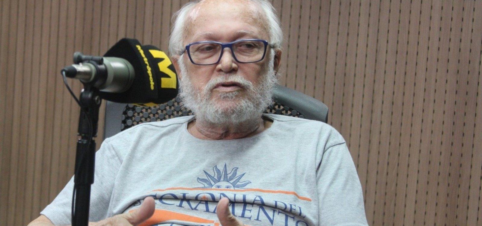 Escritor alerta para 'renúncia à liberdade' em voto para candidato com 'discurso da tortura'